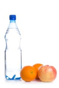 Si tu hijo tiene gripe, dale mucha agua, frutas y verduras